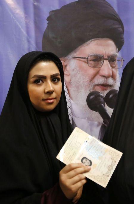 Erste Meldungen sprechen von einer hohen Wahlbeteiligung bei der Präsidentschaftswahl im Iran.