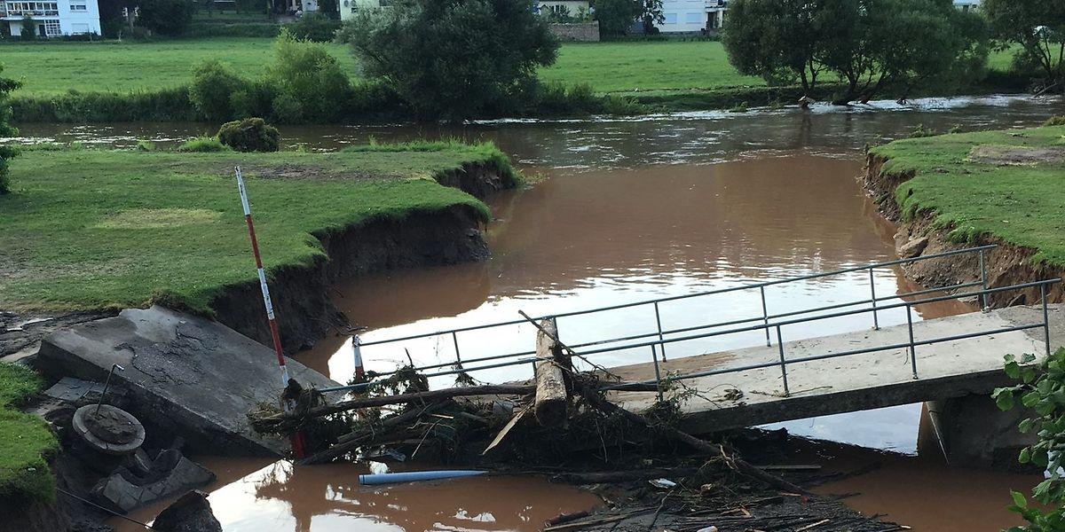 Bei den jüngsten Überschwemmungen wurden mehrere Brücken völlig zerstört.