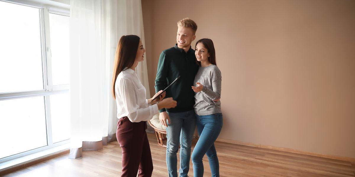 Les logements laissés vides par les administrations sont notamment mis à disposition des ménages inscrits auprès de l'Agence immobilière sociale (AIS)