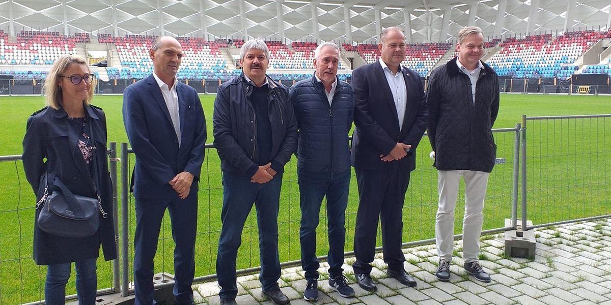 Jean-François Boulot (3e à partir de la droite), au côté de son homologue de la Fédération de football, Paul Philipp (à sa droite) lors de la visite du Stade de Luxembourg le 16 juillet dernier