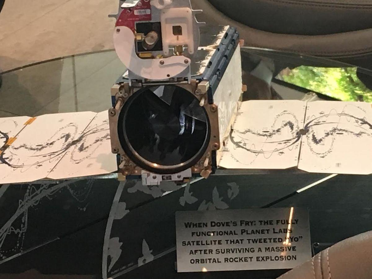 Un cubesat, de la collection de Steve Juvietson. L'investisseur a acheté de nombreux objets de l'aventure spatiale