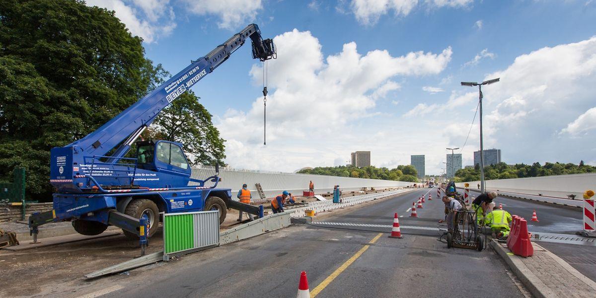 Luxtram a eu le feu vert de l'Inspection du Travail et des Mines pour poursuivre la pose des rails sur le Pont Rouge malgré les congés collectifs dans le secteur de la construction qui démarrent ce vendredi 28 juillet.