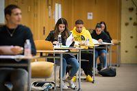 Letztes schriftliches Abschlussxamen - LTB - Foto: Pierre Matgé/Luxemburger Wort