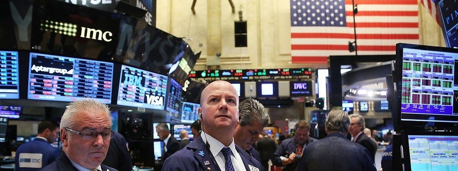 Der Dow Jones Industrial rauschte am Montag wenige Minuten nach Börsenstart um mehr als 6 Prozent in die Tiefe. (Foto: AFP)