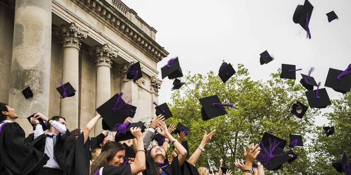 Großbritannien lockt mit traditionsreichen Universitäten. Seit 2012 gibt es dort allerdings auch die höchsten Studiengebühren in ganz Europa. Nicht jeder kann und will sich das noch leisten.