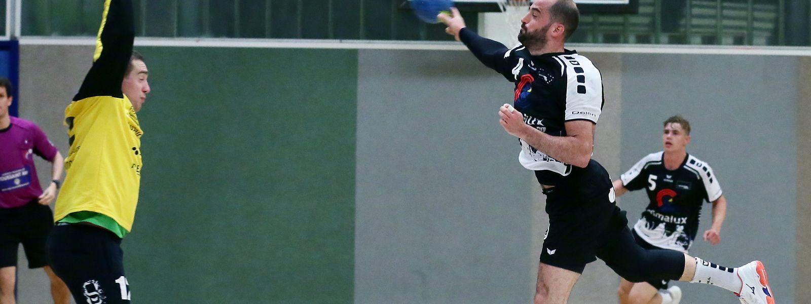Zum Auftakt der Axa-League wird Martin Muller (Esch) dem Käerjenger Torwart Jérôme Michels gegenüberstehen.