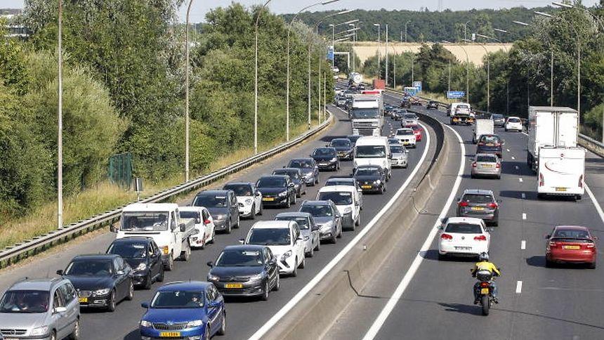 Nach dem geplanten Ausbau der Düdelinger Autobahn A3 von zwei auf drei Fahrspuren ist es nachvollziehbar, dass nun auch die Autofahrer der A6 auf weitere Ausbaupläne der Regierung hoffen.