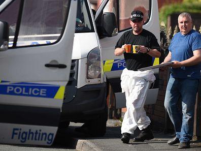 Die Spurensicherung der Polizei nimmt die Wohnung des Terrorverdächtigen Salman Abedi auseinander.