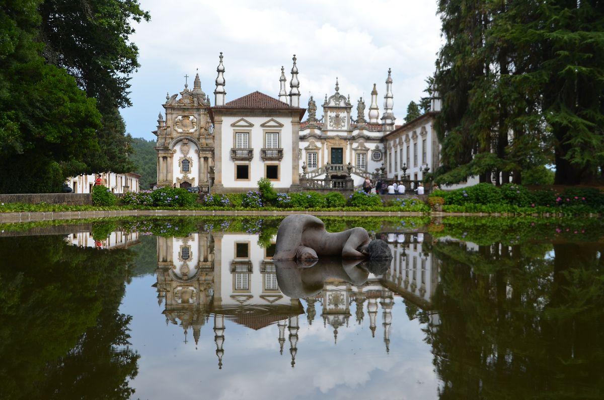 Der Taj Mahal Portugals -  den barocken Mateuspalast kennt man von den Etiketten eines Massenweins. Er trägt seinen Beinamen aufgrund der Spiegelung im Wasser.
