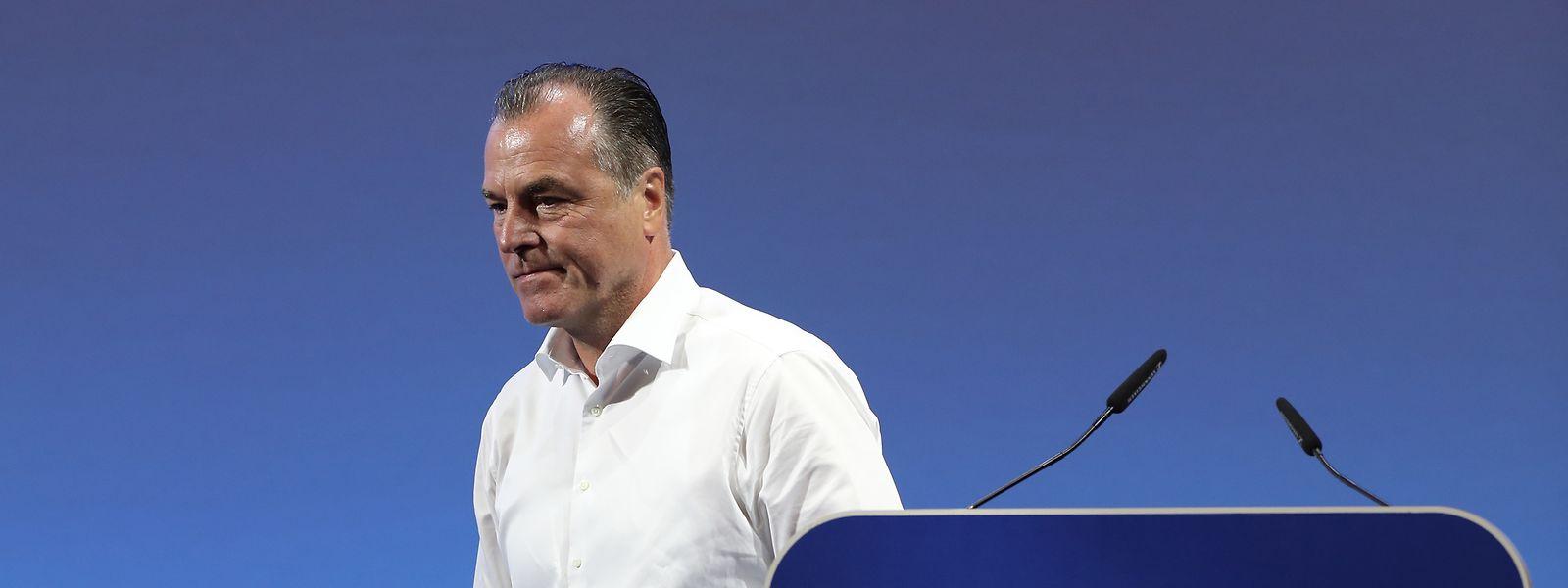 Clemens Tönnies tritt von seinem Amt als Aufsichtsratsvorsitzender beim Fußball-BundesligistenFCSchalke 04 zurück.