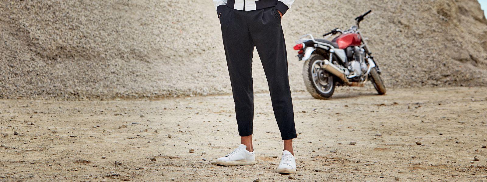 Sportlich elegant - und durchaus mit Hemd und Blazer kombinierbar - präsentiert sich die Stretchhose mit Tunnelzugelement von Herrenausstatter Strellson, um 100 Euro.
