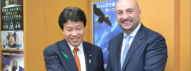 Yosuke Tsuruho, ministre japonais en charge de la Politique spatiale; Etienne Schneider, Vice-Premier ministre, ministre de l'Économie