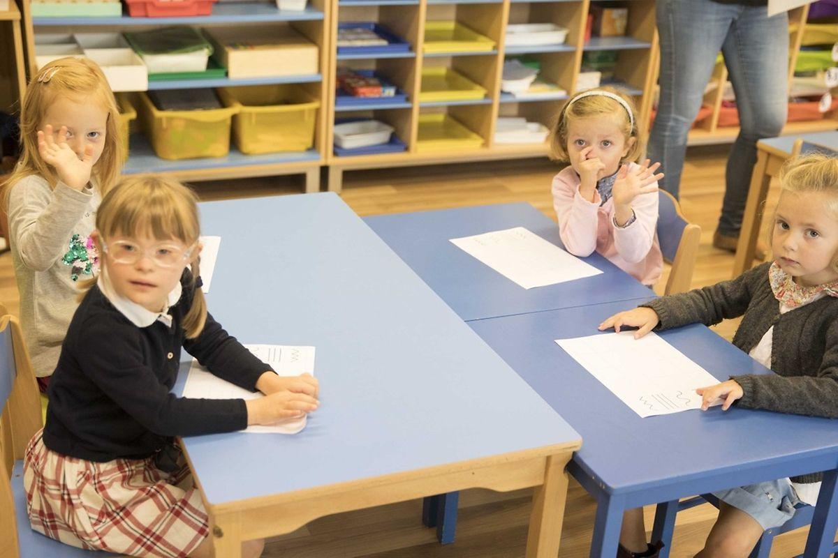 La scolarité revient à 395 euros par mois cantine et navette comprises. Un fonds d'aide et de bourses existe pour les familles les plus modestes.