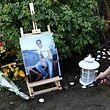 Environ 300 personnes se sont réunies mercredi matin à Sainte-Geneviève-des-Bois en hommage à Ilan Halimi. Le 13 février 2006, le jeune juif de 23 ans avait été retrouvé agonisant après avoir été torturé et séquestré par le «gang des barbares».