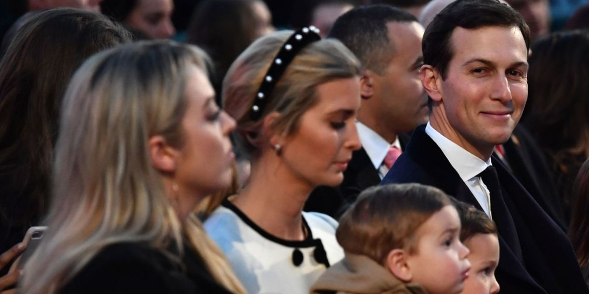 Jared Kushner (r.) und Ivanka Trump (m).