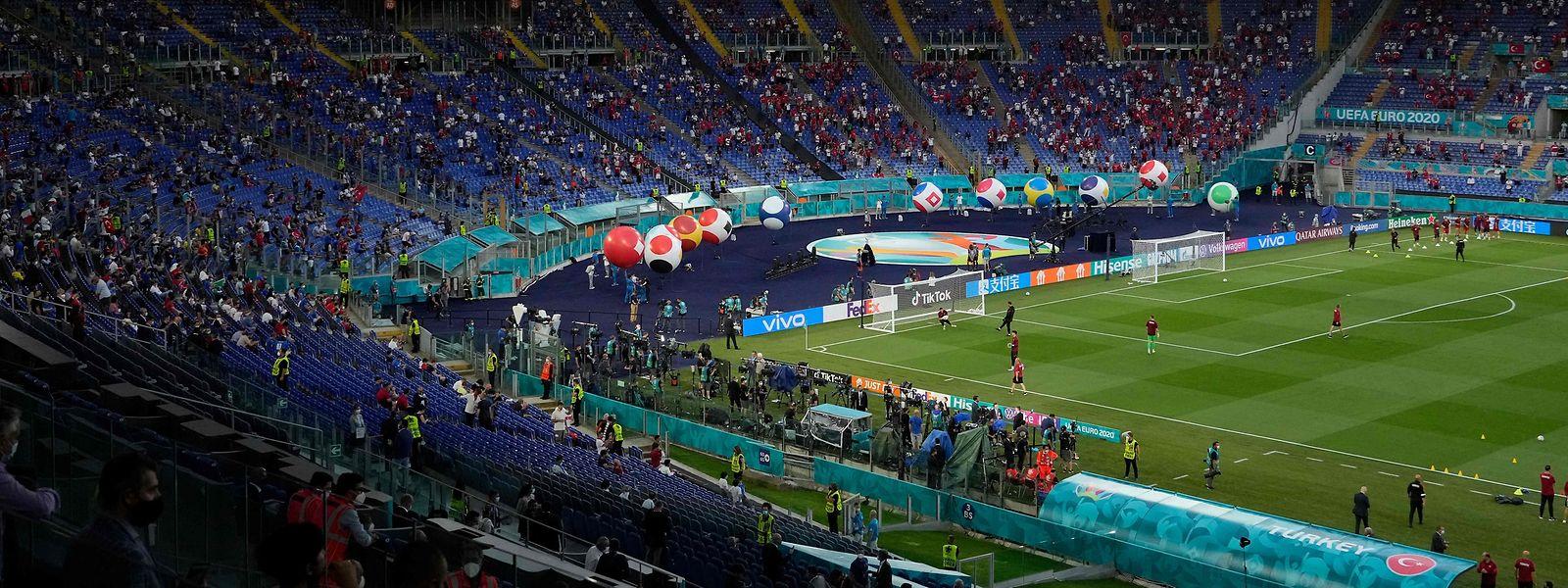 Beim Eröffungsspiel zwischen Italien und der Türkei (3:0) waren fast 18.000 Fans im Stadion in Rom.