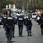Um morto e um ferido grave num tiroteio em Paris