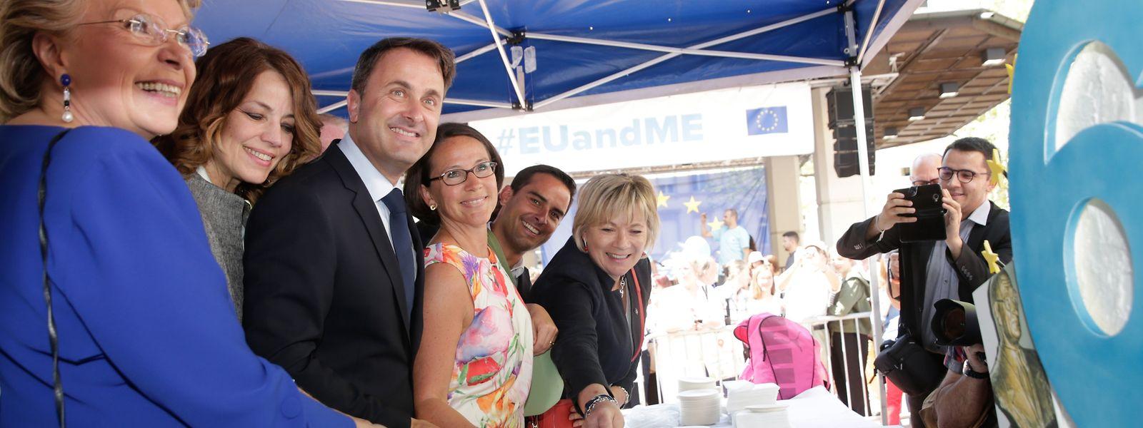 Xavier Bettel et Vivianne Reding ce mercredi à la fête de l'Europe sur la place d'Armes à Luxembourg-Ville.