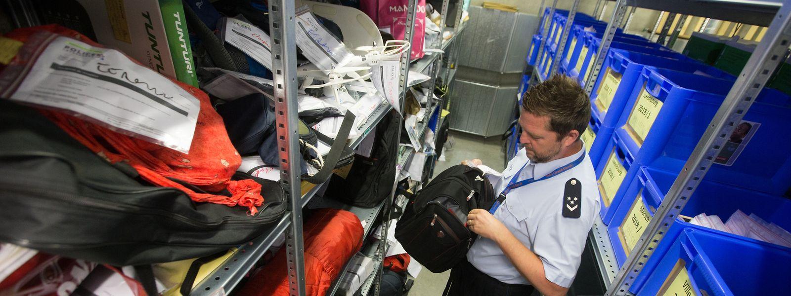 Wie Nico Richard erklärt, werden Rucksäcke, Taschen und Koffer geöffnet, um sicherzustellen, dass weder ein gefährlicher noch ein verderblicher Gegenstand aufbewahrt wird.