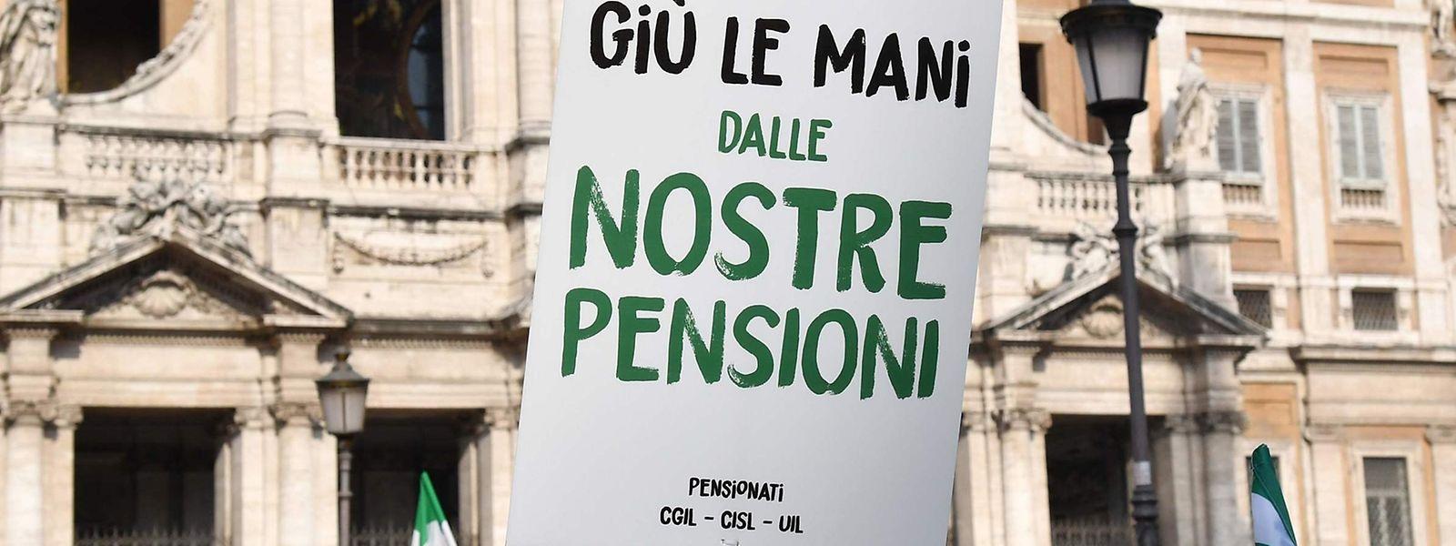 """""""Hände weg von unseren Pensionen""""."""