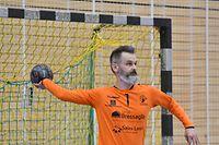 Chris Auger, HB Käerjeng. Handball Esch. Handball: HB Käerjeng - Handball Esch, AXA League. Um Dribbel, Bascharage. foto : Stéphane Guillaume