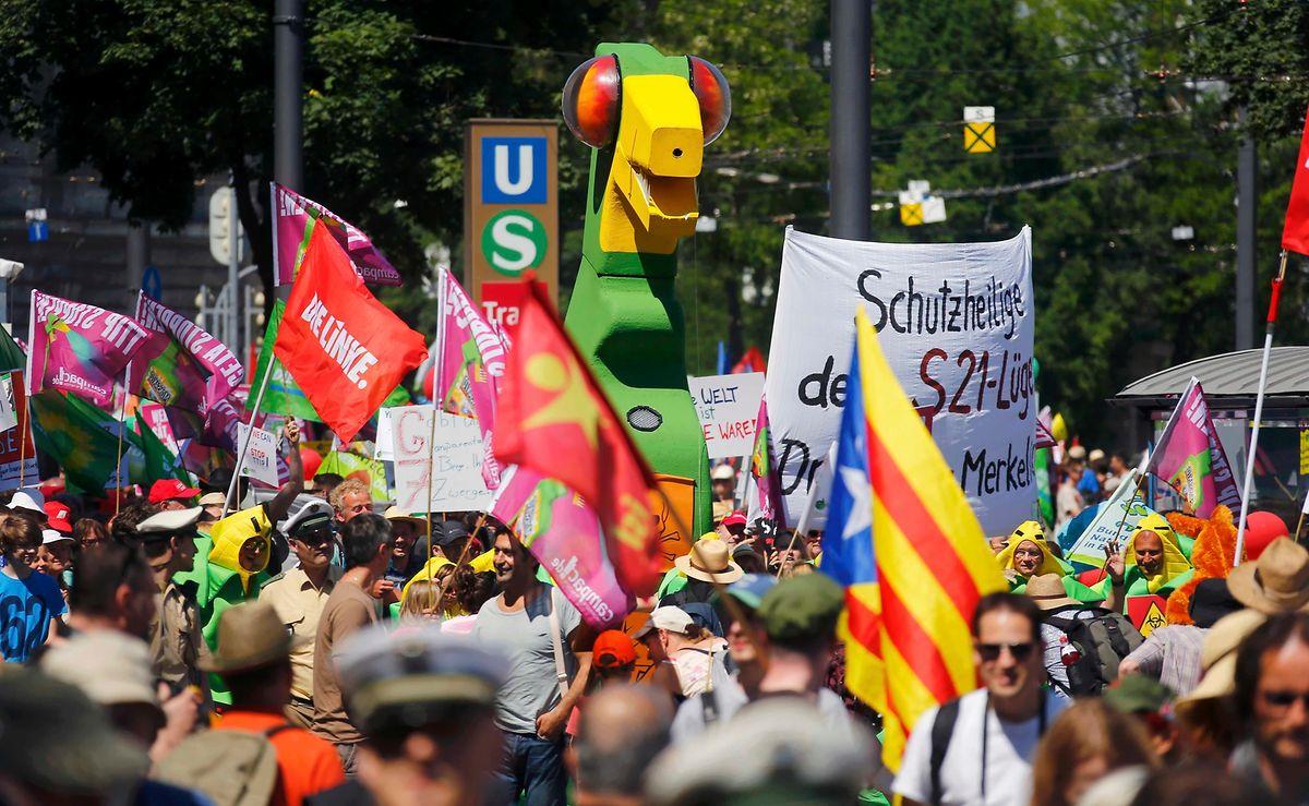 Bunter Protestmarsch durch die Münchner Innenstadt.