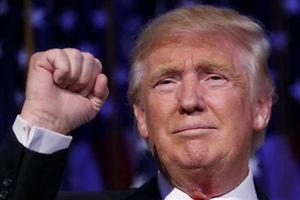 Auf Twitter gibt Donald Trump bekannt, dass er sich von seinen Firmen trennen will.