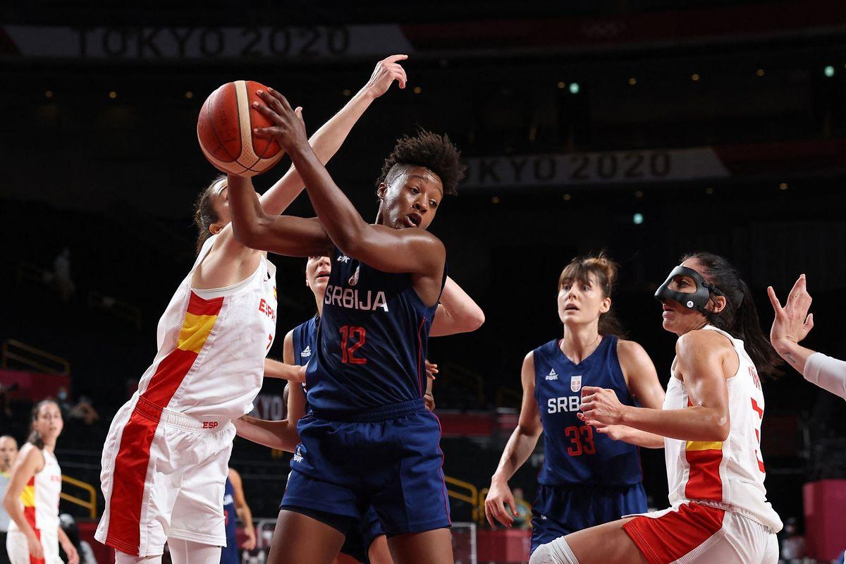 Yvonne Anderson verliert mit Europameister Serbien gegen Spanien.