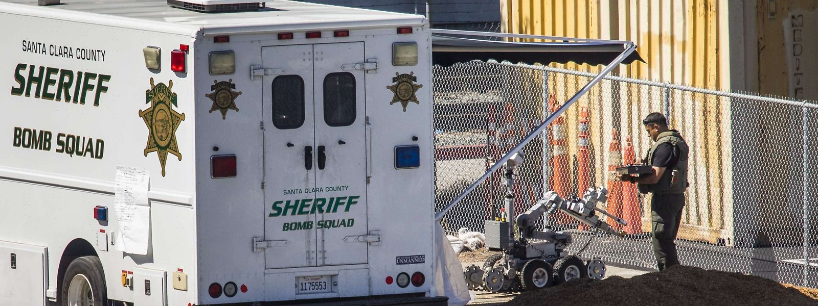 Nach dem Vorfall wurde am Tatort nach möglichen Sprengsätzen gesucht.
