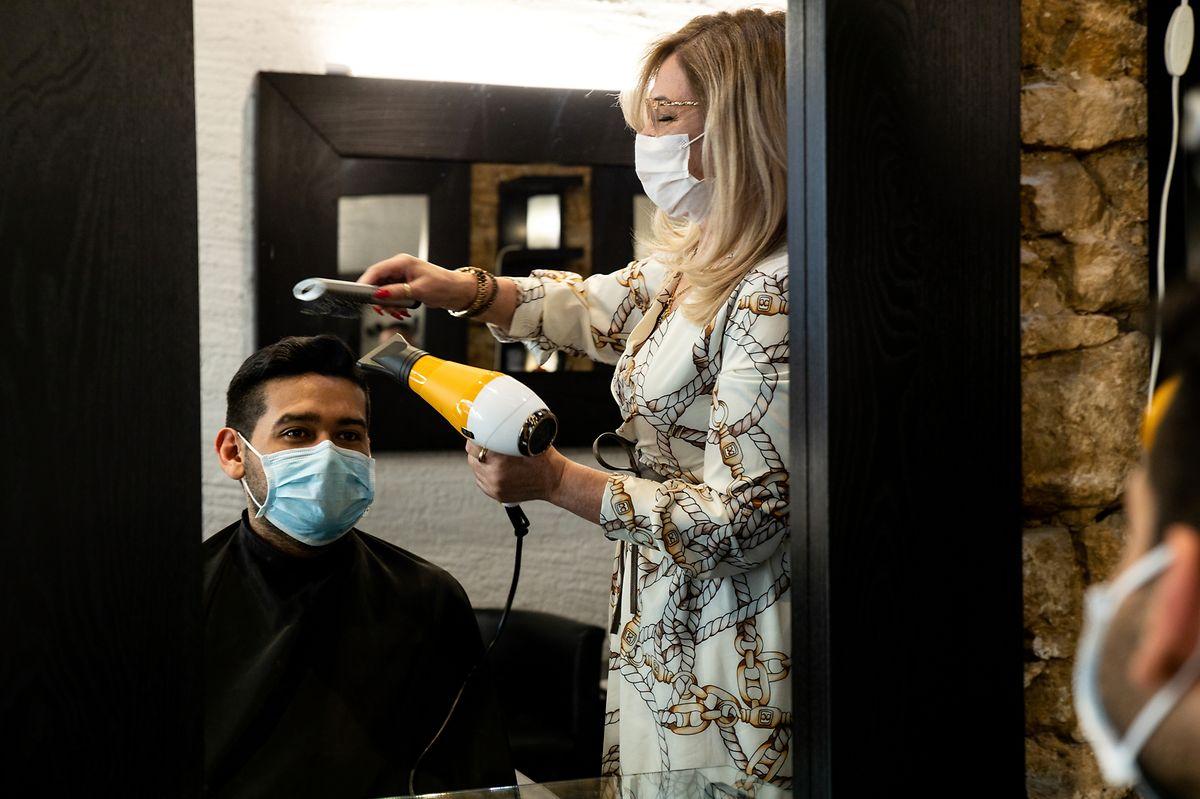 Depois de 43 anos dedicados por inteiro aos cabelos, empresária decidiu entrar na pré-reforma.