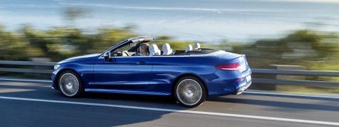 Das Mercedes-Benz C-Klasse Cabriolet wirkt sowohl mit geöffnetem Verdeck als auch in geschlossenem Zustand wie aus einem Guss.