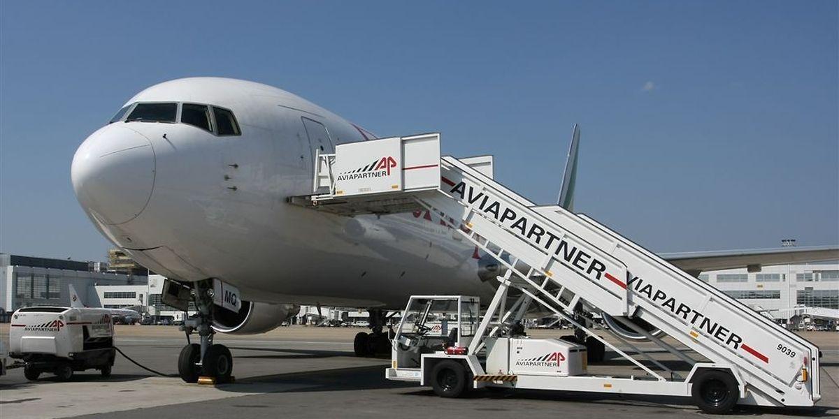 Das multinationale Handling-Unternehmen ist einer der führenden europäischen Flugzeugabfertiger, an 40 Flughäfen in acht Ländern tätig und beschäftigt dort rund 8500 Mitarbeiter.