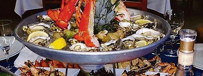 A parrilhada de marisco e o 'Barco de marisco' são os ex-libris do Festival de Marisco.