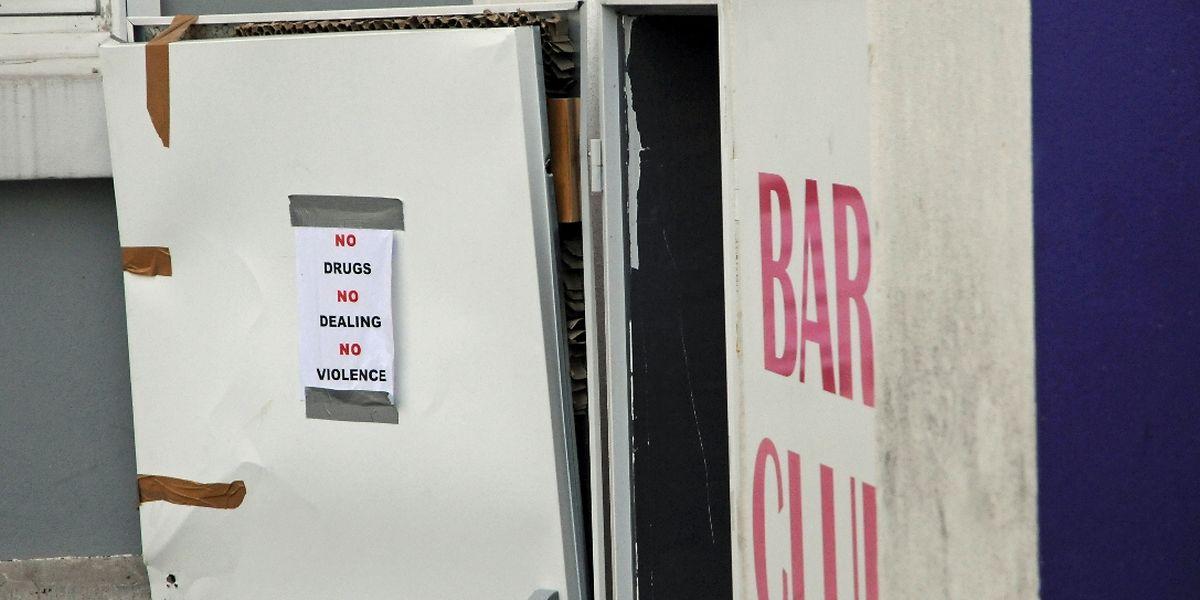 Kein Rauschgift, kein Drogenhandel, keine Gewalt: Dieses Schild ziert die Eingangstür einer der beiden betroffenen Bars.