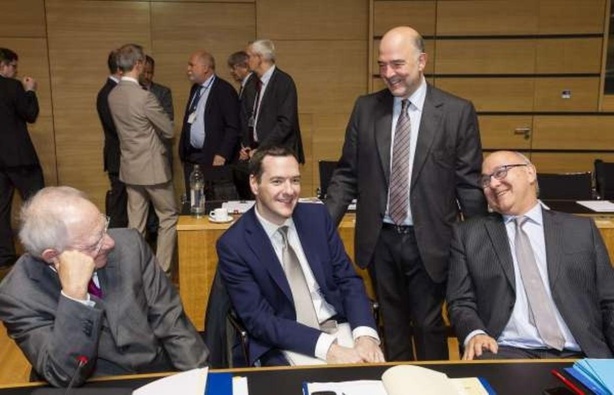 (de g. à dr.) Le ministre allemand Wolfgang Schaüble, le britannique George Osborne,  Pierre Moscovici et le ministre français Michel Sapin ce matin à Luxembourg.
