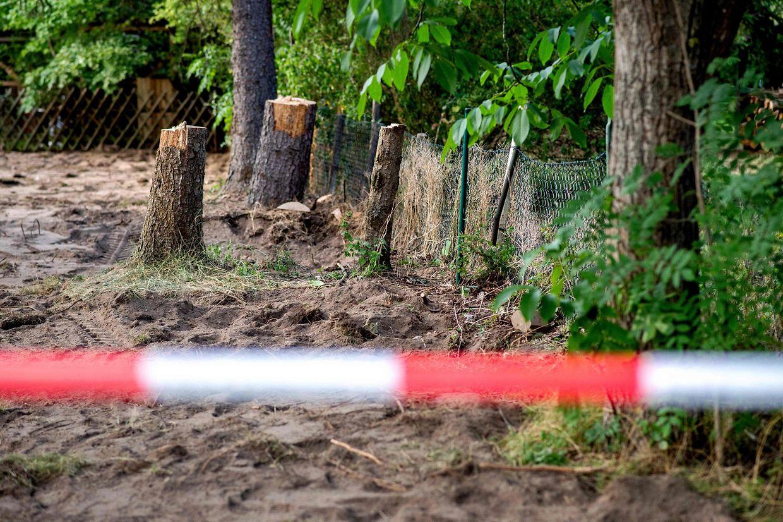 Beamten der Spurensicherung hatten das Grundstück seit Dienstag durchsucht.