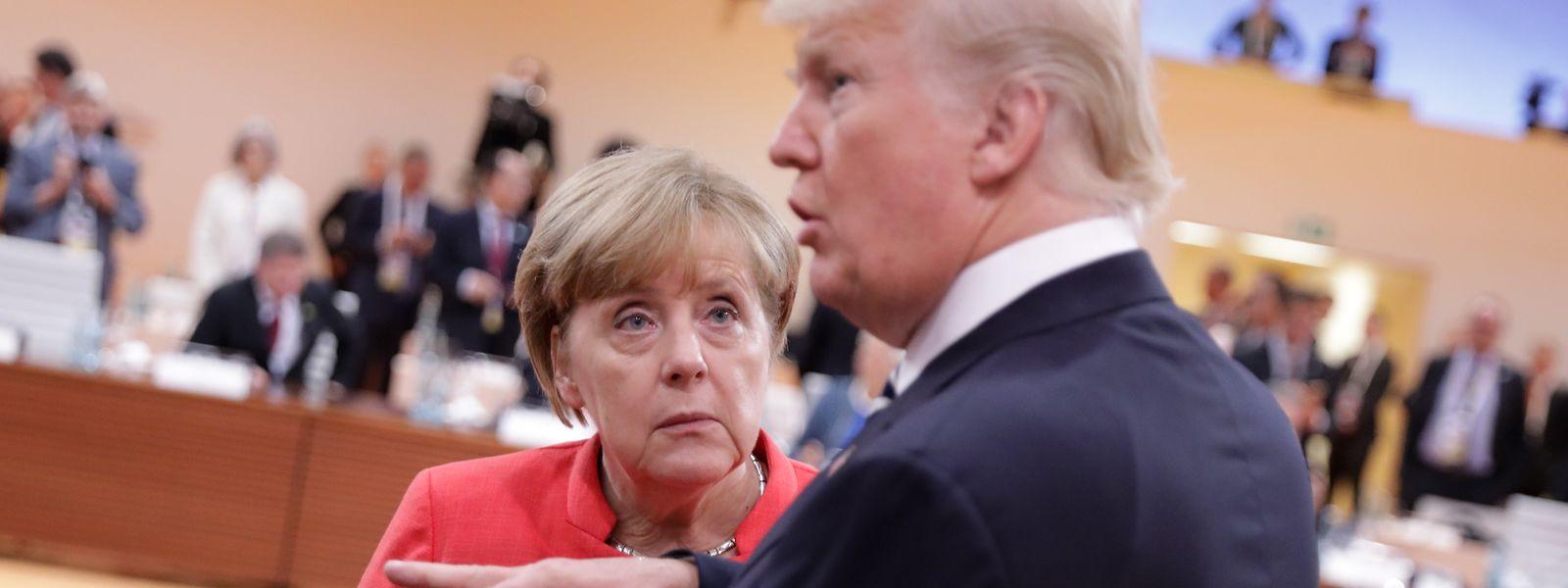 Der Präsident der Vereinigten Staaten von Amerika, Donald Trump, und die deutsche Bundeskanzlerin Angela Merkel bei einer Arbeitssitzung beim G20-Gipfel 2017 in Hamburg.