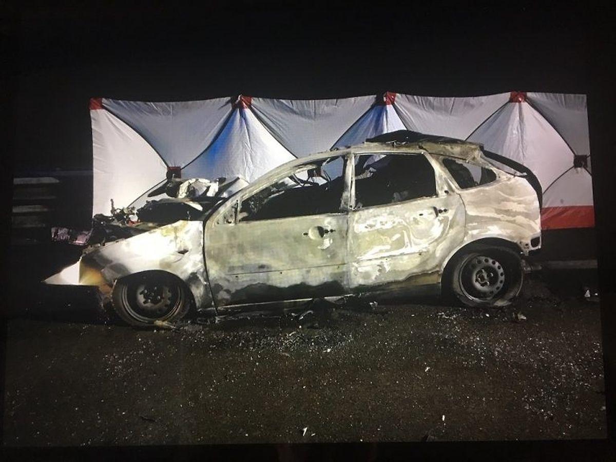 Der Fahrer konnte sich nicht aus dem brennenden Auto retten.