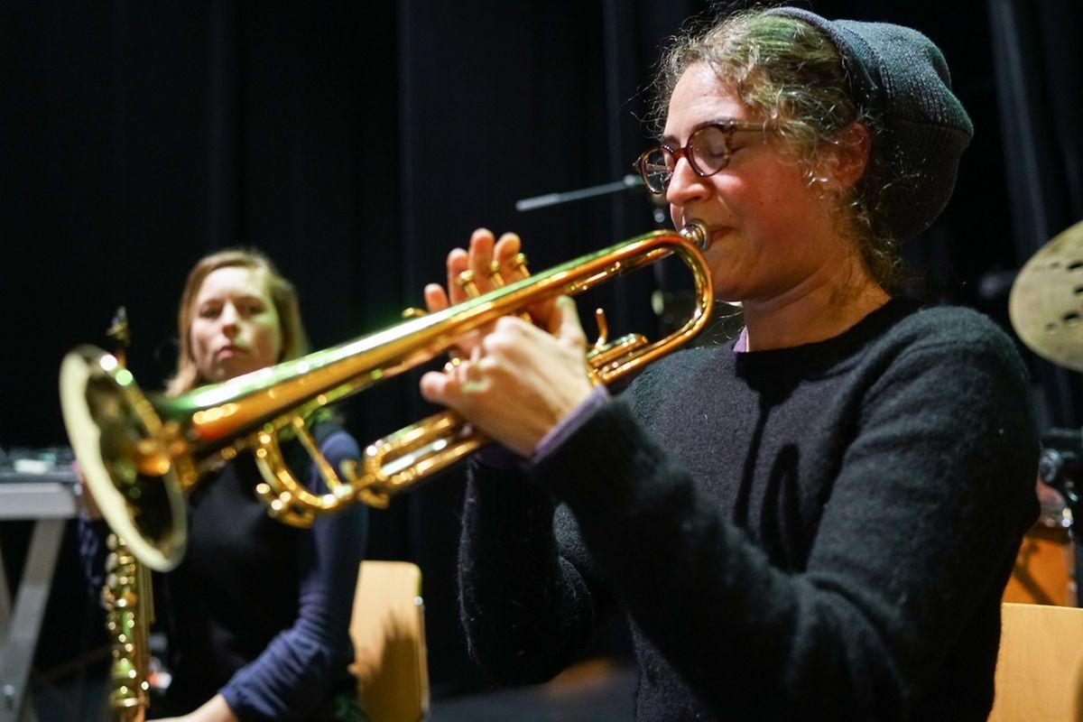 In Frankreich hat sie schon längst einen großen Stellenwert in der Jazzszene: Airelle Besson zeigt auf der Trompete, was sie kann.