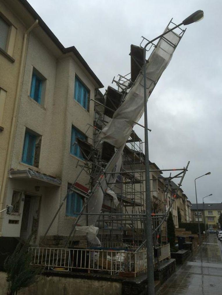 In Bonneweg drohte ein Baugerüst umzufallen.