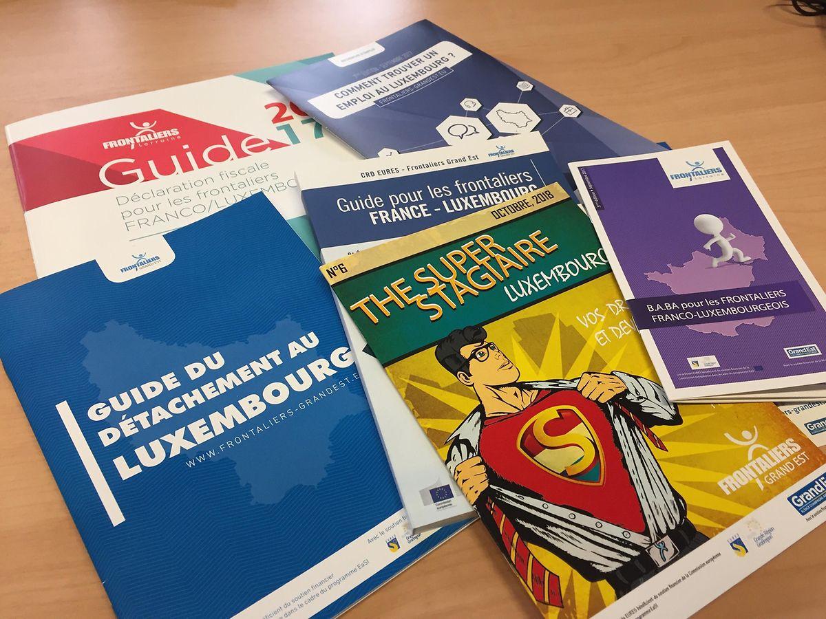 Chaque année, l'association réalise ce type de brochures pour répondre aux problématiques des frontaliers, ou futurs frontaliers.