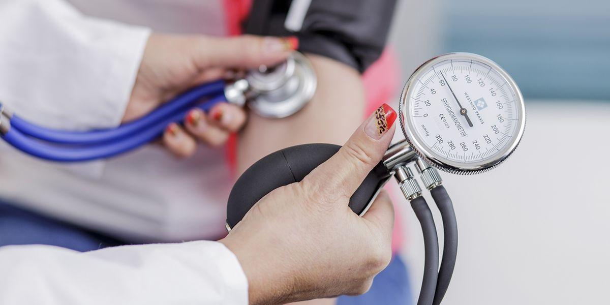 Beim Blutdruckmessen liegt das Augenmerk meist auf Bluthochdruck. Aber auch zu niedrig sollte er nicht sein.
