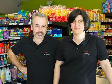 Cristiano e Adelaide, proprietários da Epicerie Costa Vert
