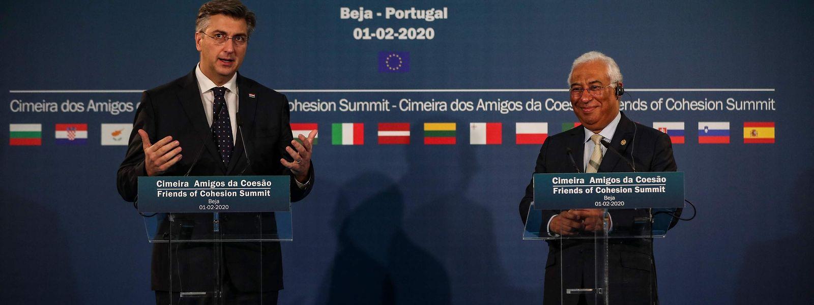Antonio Costa (à direita) e o primeiro-ministro croata Andrej Plenkovic (à esquerda)