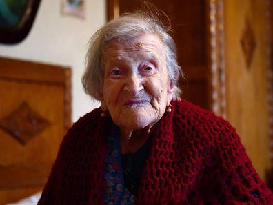 Emma Morano est née le 29 novembre 1899. Suivant les conseils d'un médecin quand elle avait 20 ans, elle s'est nourrie pendant près d'un siècle de trois œufs par jour, deux crus et un cuit.