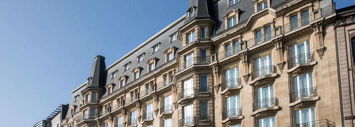 16.3. Gare / Fermeture Hotel Alfa , Gare / Logo Accor wurden bereits entfernt , geschlossene Türen / Hotel u. Brasserie Foto:Guy Jallay