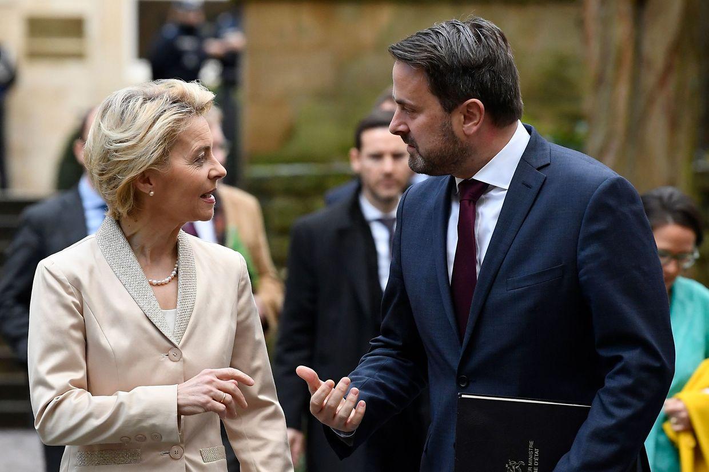 Xavier Bettel und Ursula von der Leyen im Smalltalk: Die EU-Kommissionschefin ist am Montag für mehrere Termine nach Luxemburg gereist.