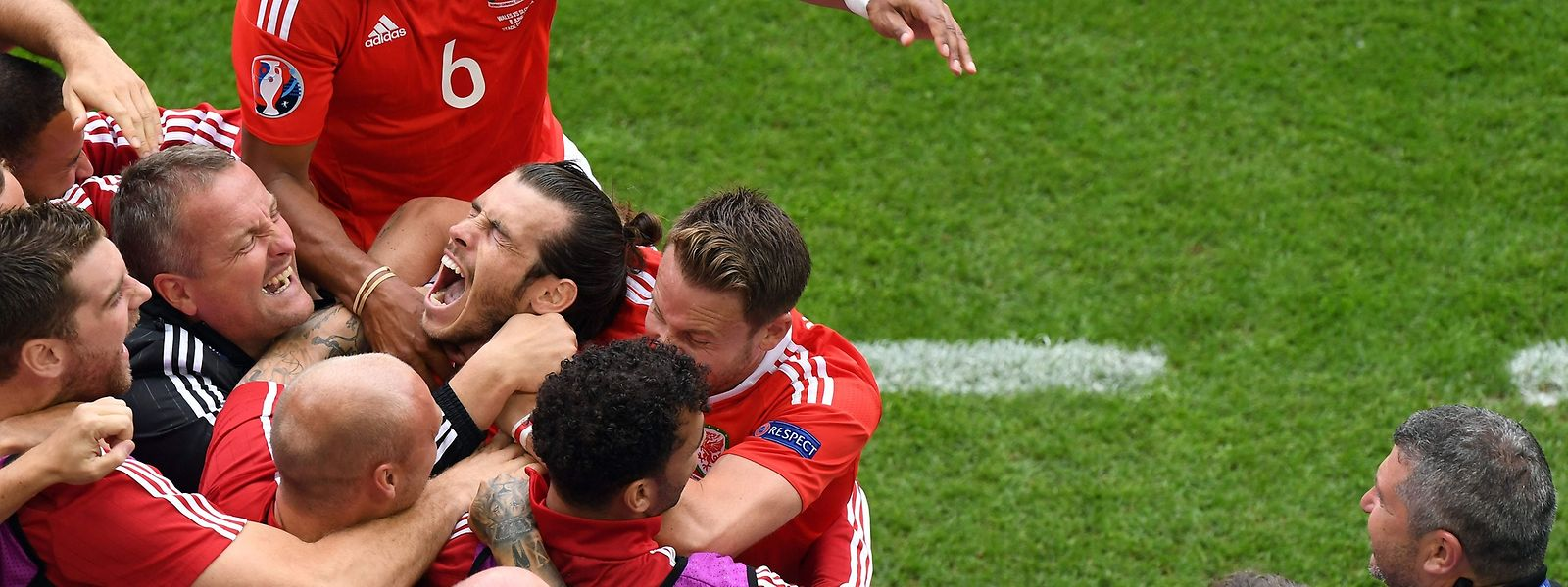 Gareth Bale und seine Teamkollegen feiern die 1:0-Führung.