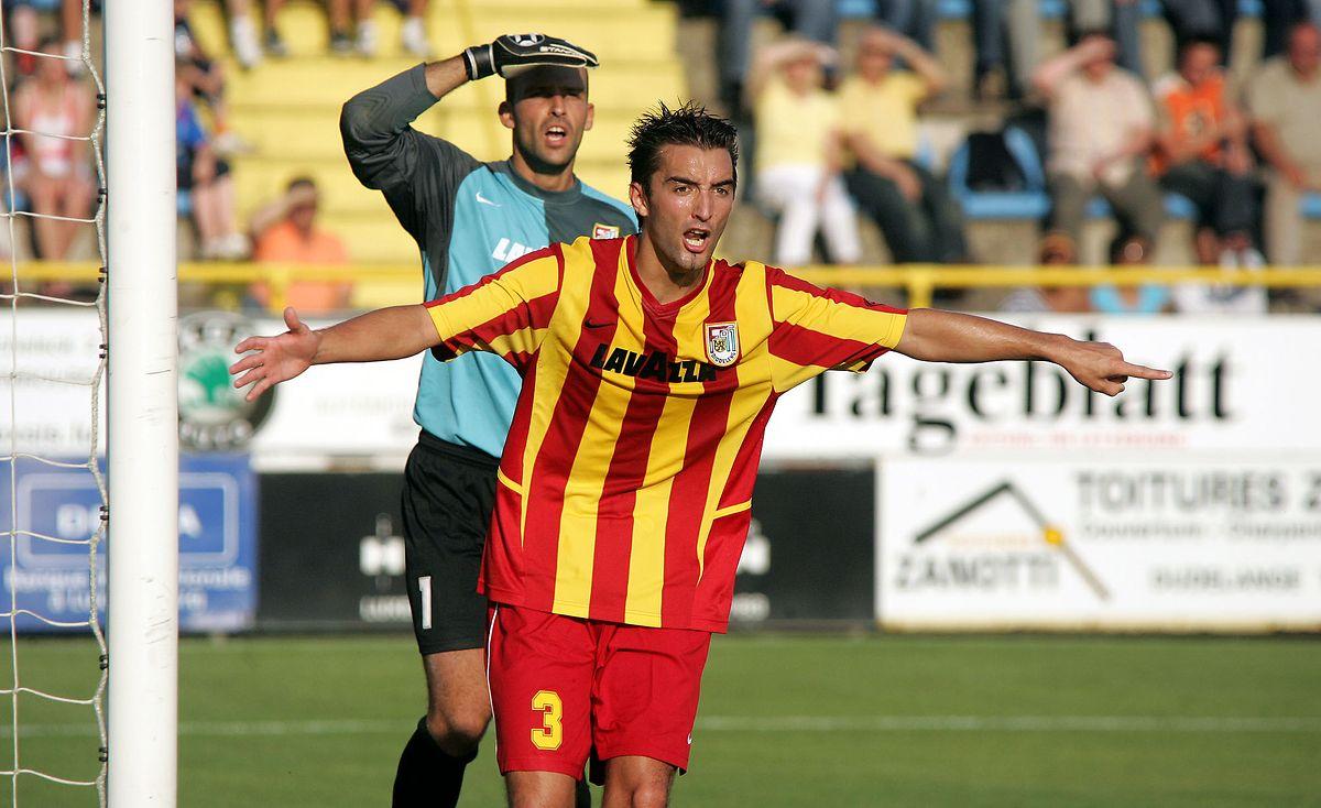 Loïc Mouny devant Jonathan Joubert face aux Slovènes du NK Domzale.