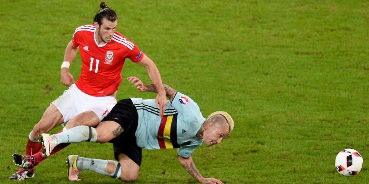 Gareth Bale (l.) gegen Belgiens Torschützen Radja Nainggolan.